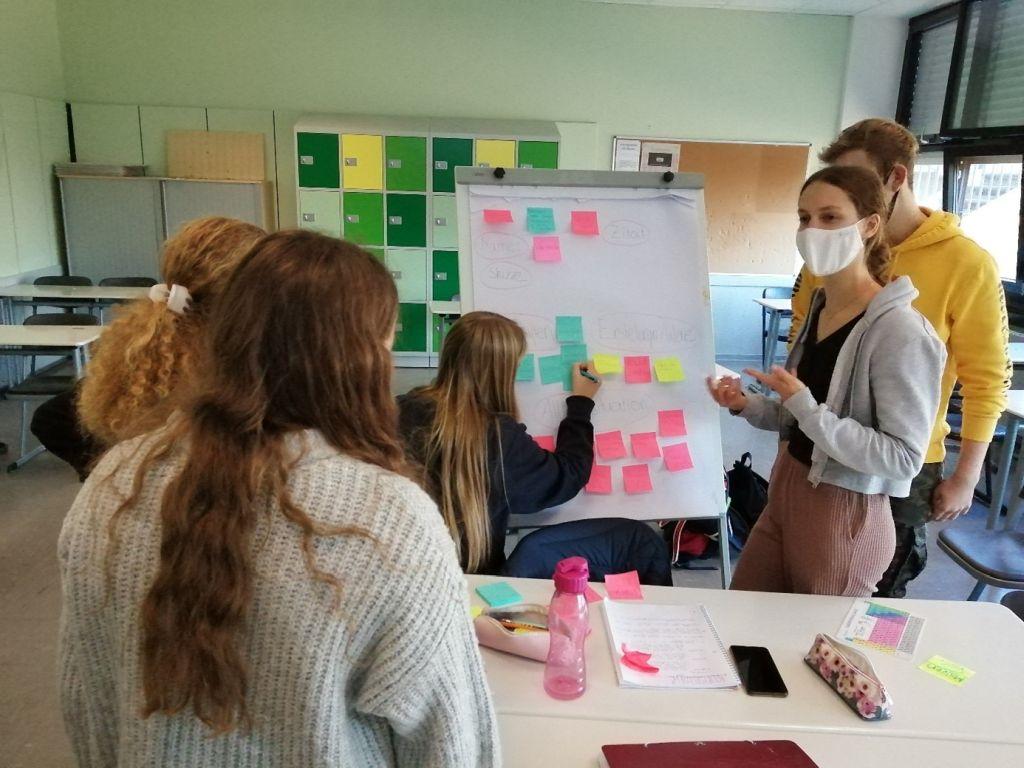 Design-Thinking-Workshop über Kunststoffe im Chemie LK der Q1